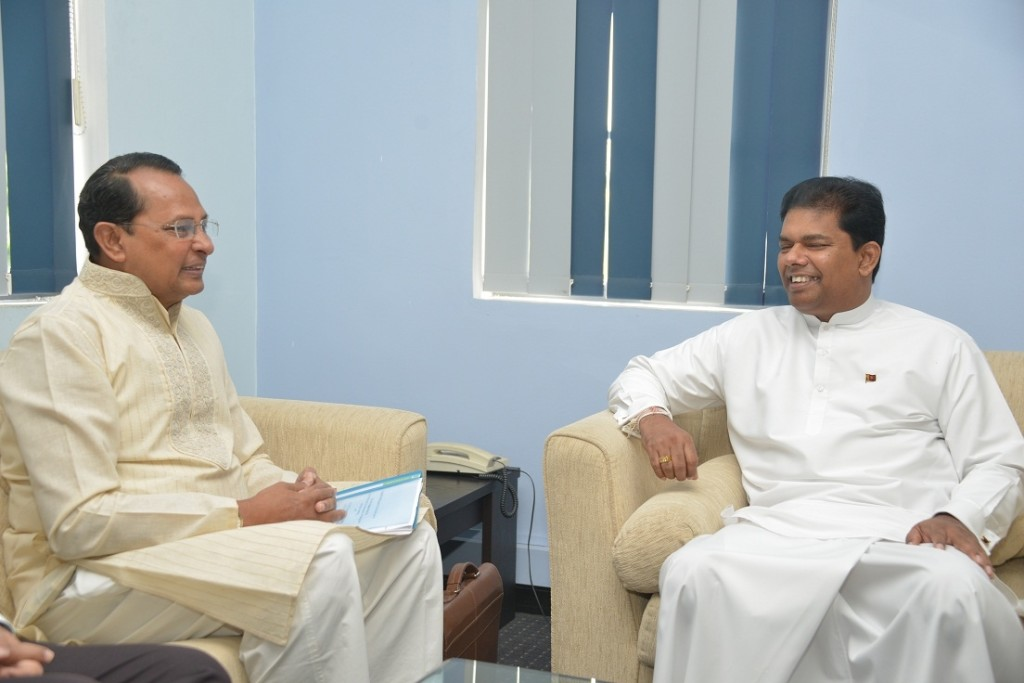 Information Minister Hasanul Haq Inu called on his Sri Lankan counterpart Gayantha Karunathilaka Wednesday, 17 June in Colombo